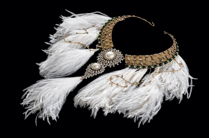 Gripoix.-Feather-bib-necklace_0