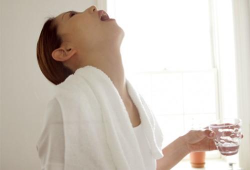Cómo curar enfermedades bucales con el Agua Oxigenada