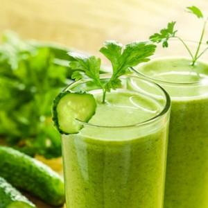 jugos verdes para estilizarse durante la lactancia