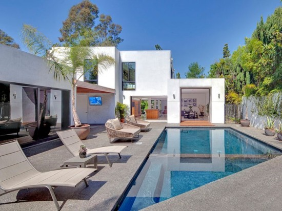 Perfectly-Elegant-in-Beverly-Hills-05-800x600