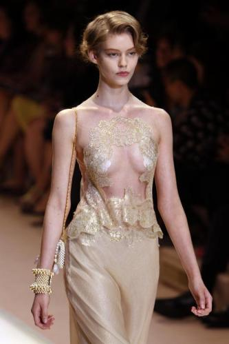 ARMANI-PRIVE-Haute-Couture-Autumn-Winter-2013-2014-Collection_19